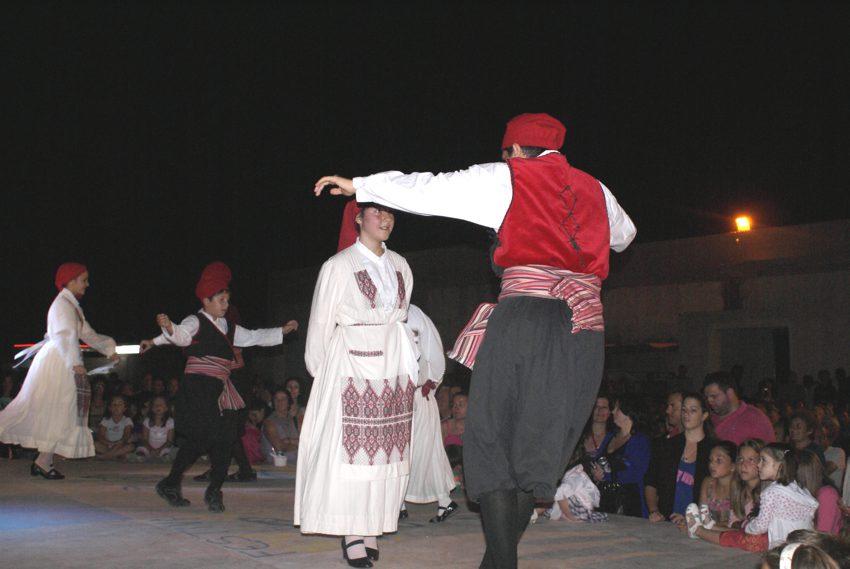 παραδοσιακοί χορευτές