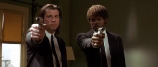 Ο John Travolta και ο Samuel L. Jackson με όπλα σε σκηνή της ταινίας