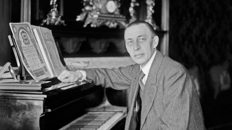 Ο Σ. Ραχμάνινοφ στο πιάνο του.