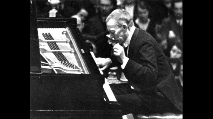 Ο Σεργκέι Ραχμάμινοφ επί σκηνής.